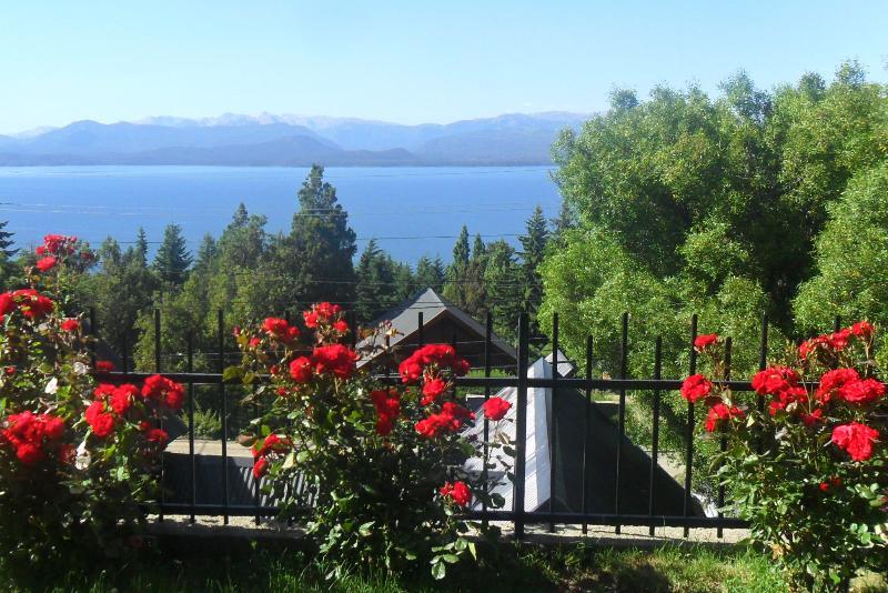 Bariloche, casa con vistas, cálida y práctica, aluguéis de temporada em Villa Campanario
