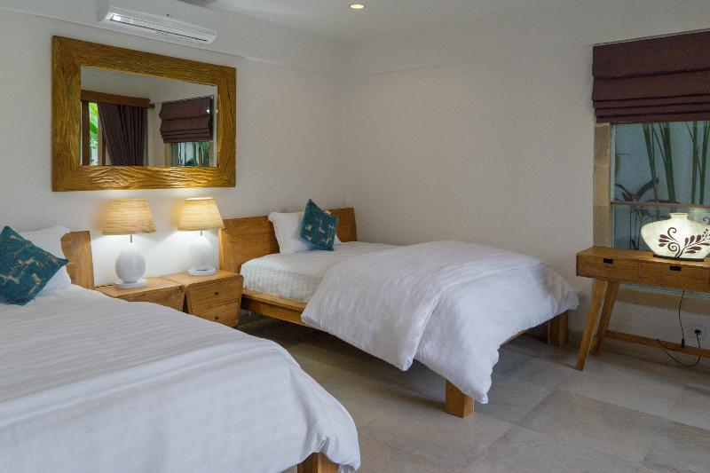16 Villa Lotus Twin Bedroom