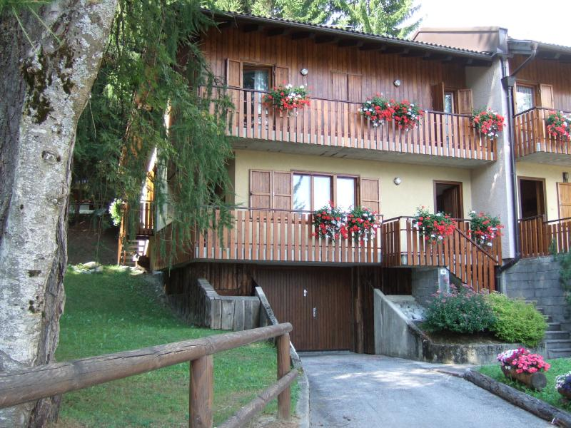 Villa nelle Dolomiti Folgarida, vacation rental in Commezzadura
