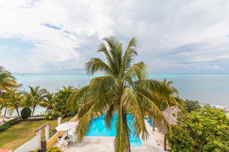 Beach Front Pent House Casa Bonita and Villas, holiday rental in Isla Mujeres
