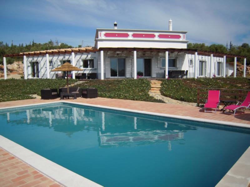 Private, luxurious villa in an unspoilt area of the Algarve., holiday rental in Moncarapacho