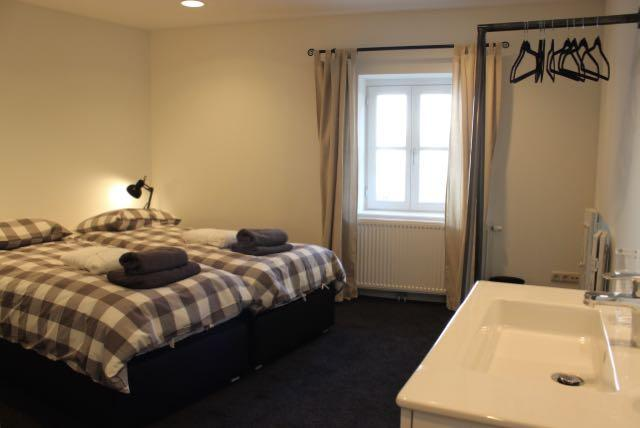 First floor: large bedroom with 2 boxspring beds (210 x 90cm), wash basin, walk-in shower, toilet.