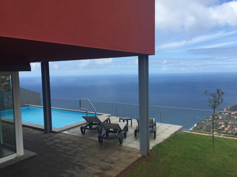Villa Camacho VII - Atlantic Towering House, location de vacances à Arco da Calheta