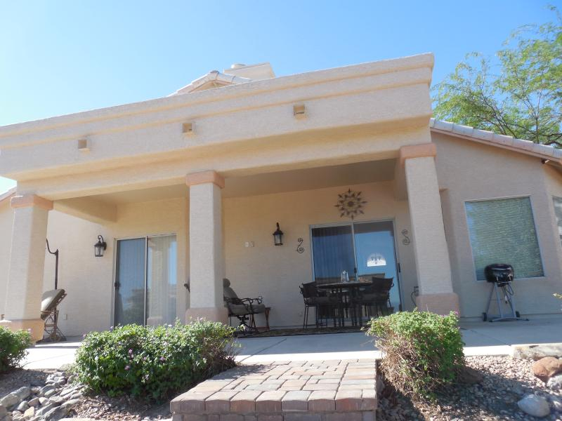 Spacious 3 bed home w/ Amazing Views 3 car garage, alquiler de vacaciones en Fountain Hills