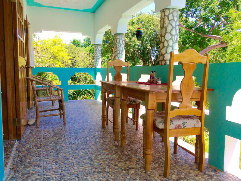 Enjoy time on the 2nd floor veranda and enjoy the view of the gardens and Caribbean sea!