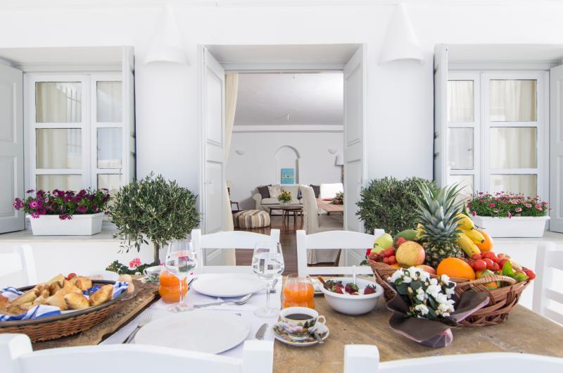 Villa Erofili Santorini Suitable for 6 persons, vakantiewoning in Fira