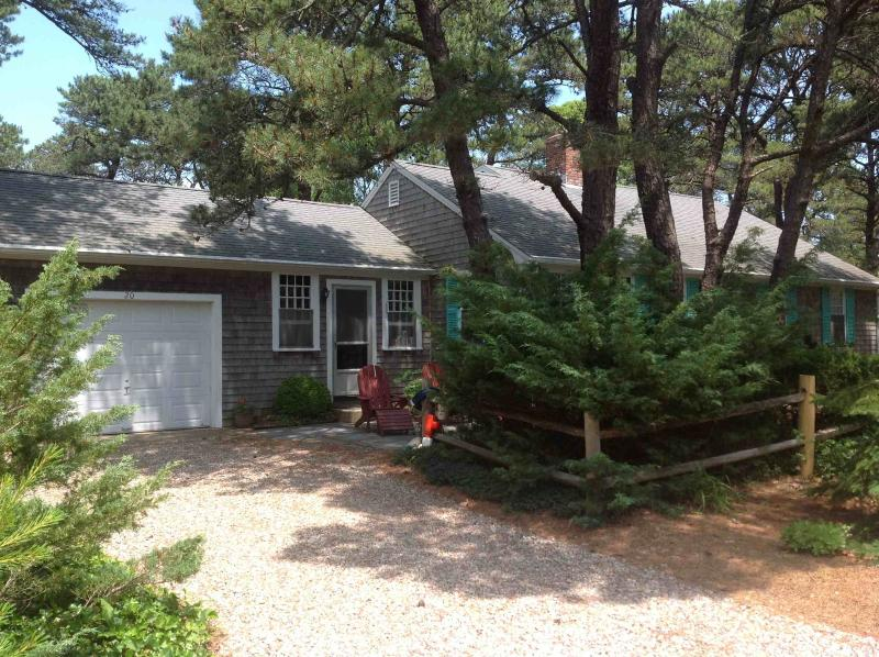 Classic Cottage, walk to Private Beach/ Wiley Park, location de vacances à Eastham