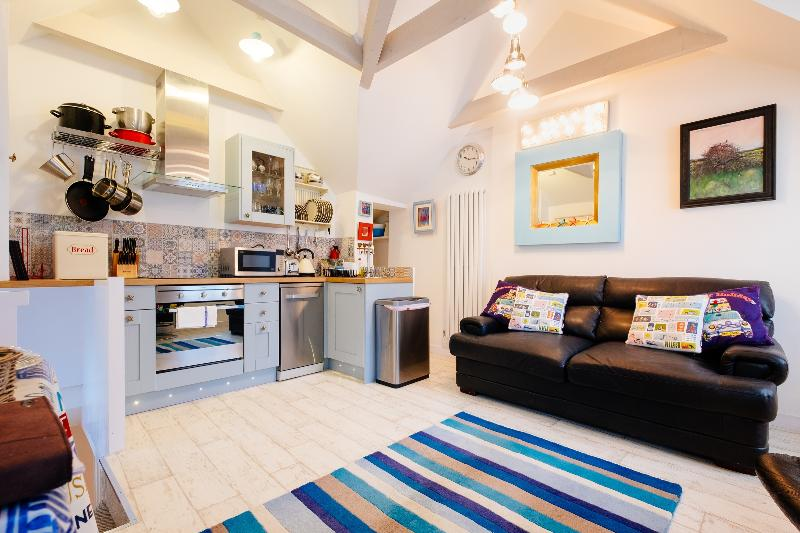 Flip-flops, Love Lane,VERY CENTRAL, Near Beaches, Great Reviews, Fully Renovated, vacation rental in St Ives