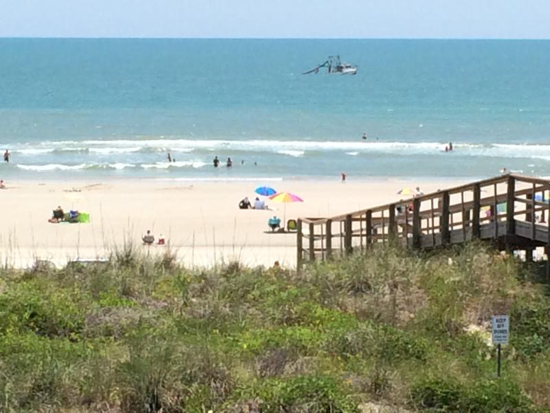 Beaches Open! Oceanfront 2nd Floor - Private Balcony -Heated Pool - Kitchen, vacation rental in Saint Augustine Beach