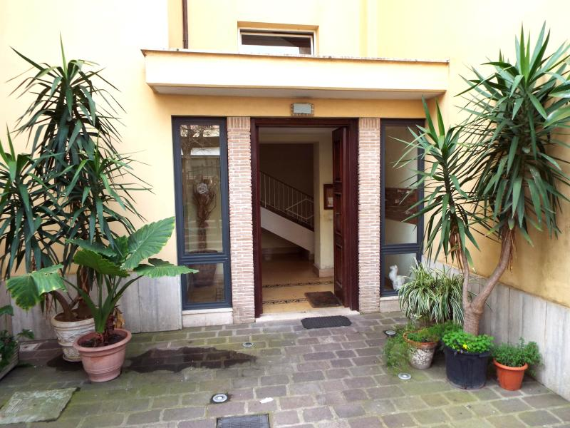 DOMUS MARE APARTMENT, holiday rental in Lido di Ostia