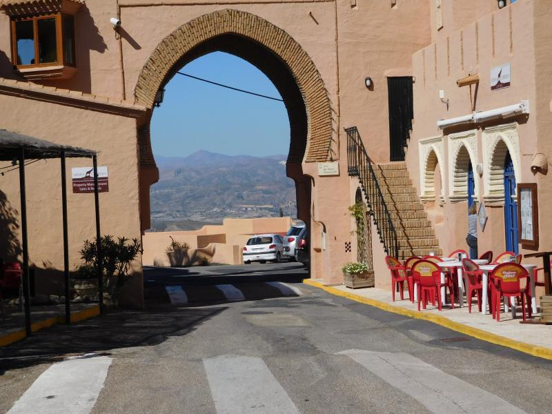 Cabrera Arch bar