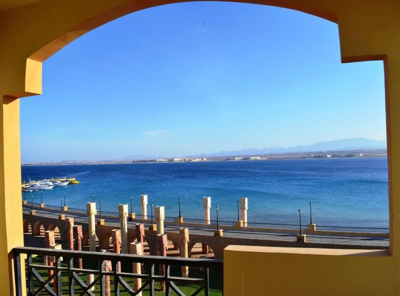 2 bed room unobstructed sea view W private beach, holiday rental in Makadi Bay