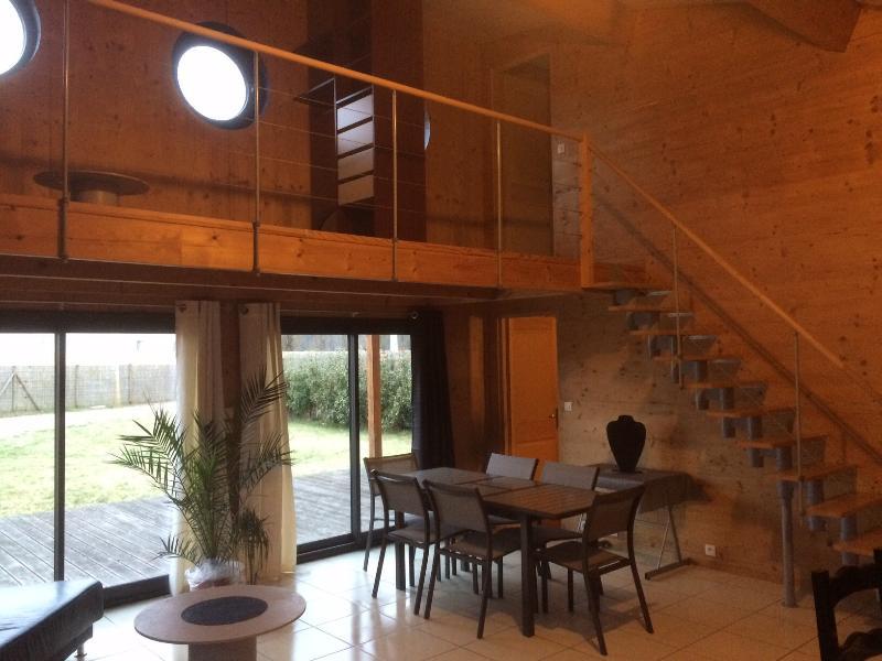 Maison bois secteur CHAMBORD, vacation rental in Fontaines-en-Sologne