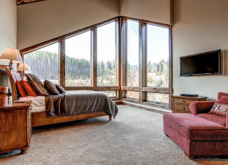 Master Bedroom with Vaulted Ceilings and Vaulted Windows - View Blue River, Peak 8, Horseshoe Bowl