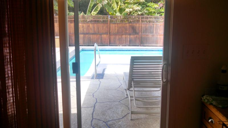*FREE NIGHTS OFFERED! PRIVATE HOME W/POOL! 1.5 BLOCKS TO MAGIC SANDS BEACH. GREAT KONA LOCATION!