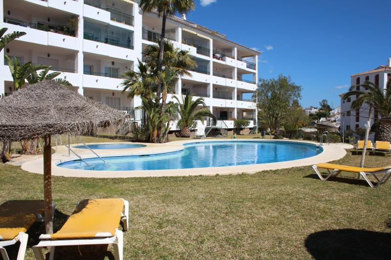 Super, Poolside Apartment in Gran Calahonda with Tourist Licence., vacation rental in Sitio de Calahonda