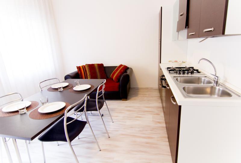 CasaMichela Appartamento da 2/4 pax, 150m dal mare, holiday rental in Caorle