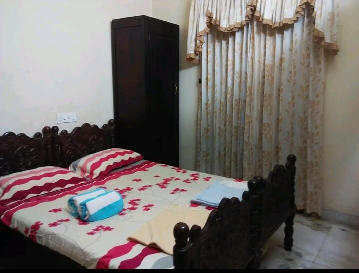 A Room Available, walking distance from Town., holiday rental in Thrissur District
