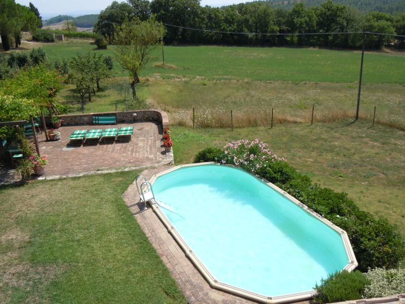 Very comfortable romantic villa with garden & pool, holiday rental in Brucciano