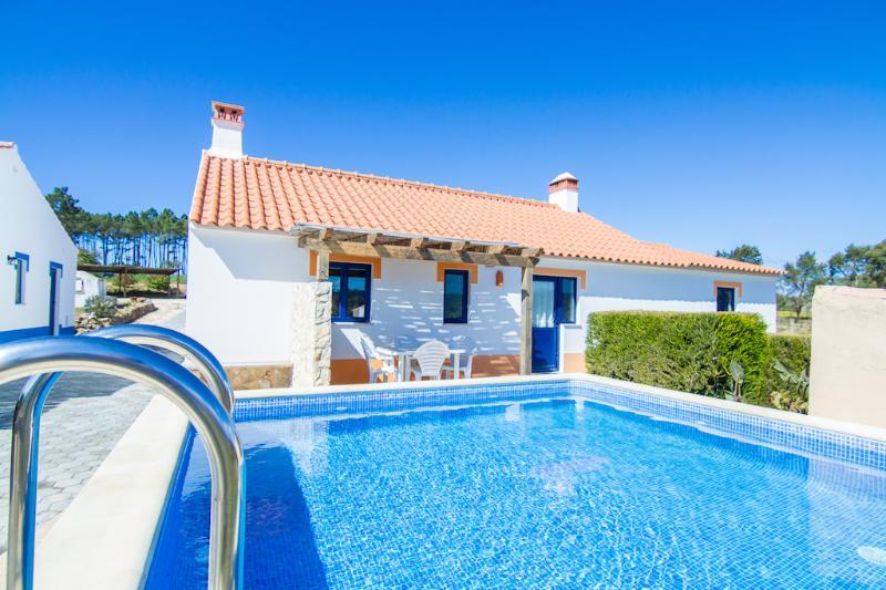 Digne Orange Villa, Aljezur, Algarve, holiday rental in Rogil