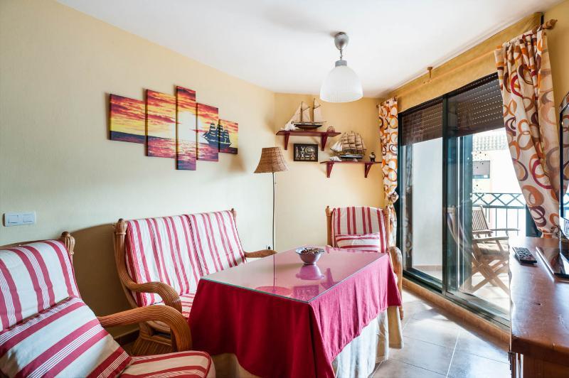 Atico 4 Habitaciones, 9 personas, WiFi, Atlanterra Playa, holiday rental in Zahara de los Atunes
