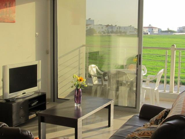 Bright & sunny flat with full seaviews, holiday rental in Pervolia