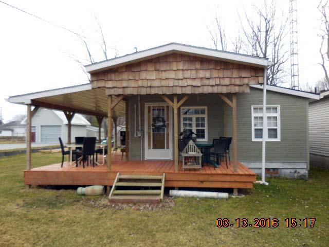 SHADY DECK LODGE BEAUTIFUL COTTAGE LABOUR LONG WEEKEND friday-monday $1000.00, holiday rental in Port Dover