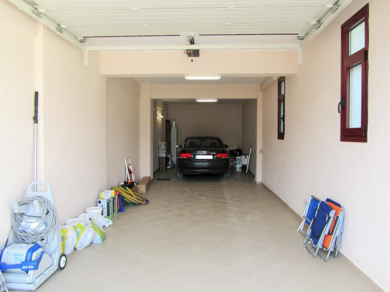 3 cars Capacity secure garage