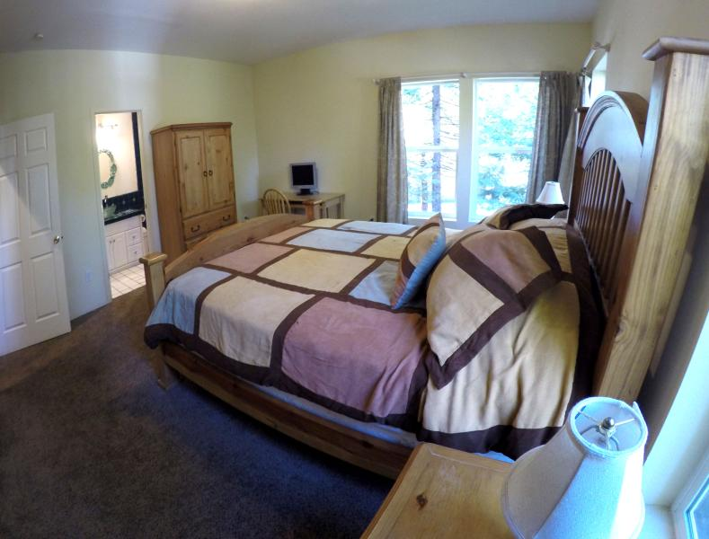 Master bedroom 1 (another view)