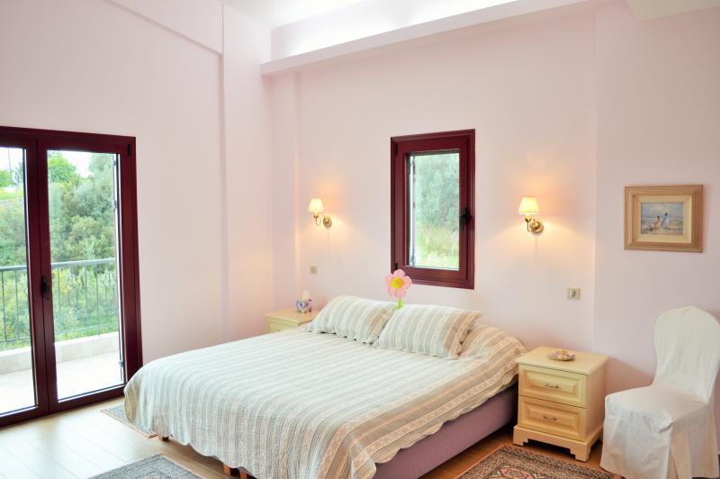 Lilac Family Room - Sleeps 4