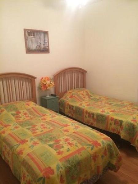 Twin bedroom with flatscreen TV