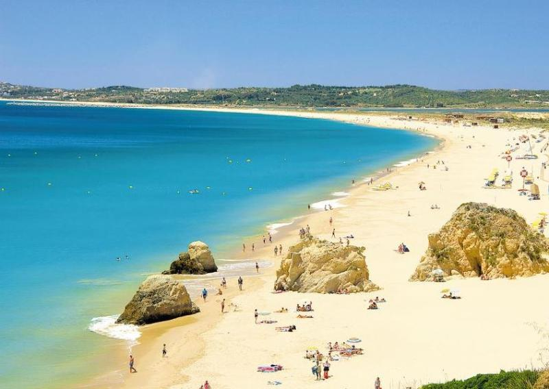 Long sandy beach - let's walk?