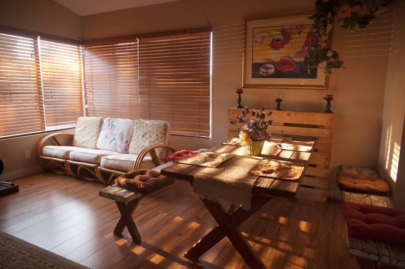 POOL, TV'S, BACKYARD, KITCHEN, CLOSE TO LV STRIP!, holiday rental in Las Vegas