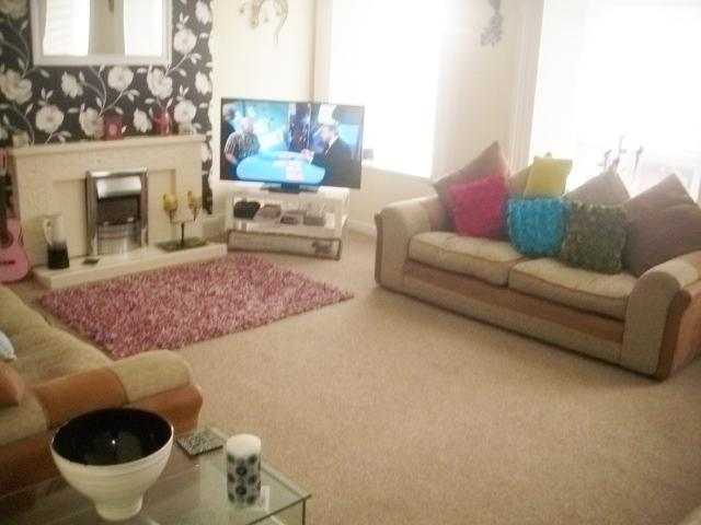 Very spacious cosy living room