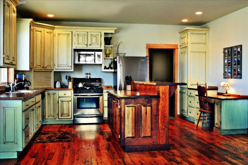 ***Family Friendly Staycation in Bozeman*** Space for Work and Space for Play! $, holiday rental in Bozeman