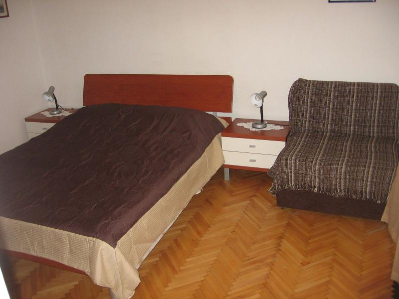 A2(2): bedroom