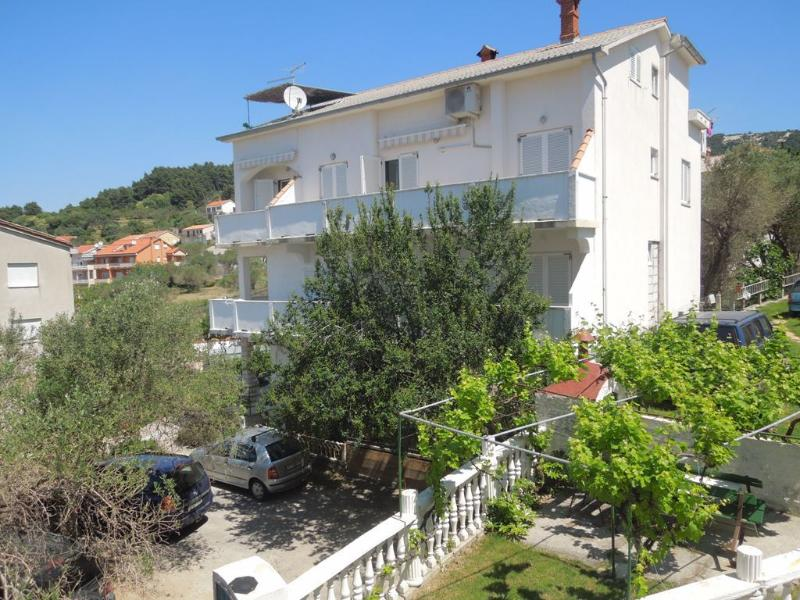 Josi - with balcony and free parking A1(2+2) - Banjol, casa vacanza a Banjol
