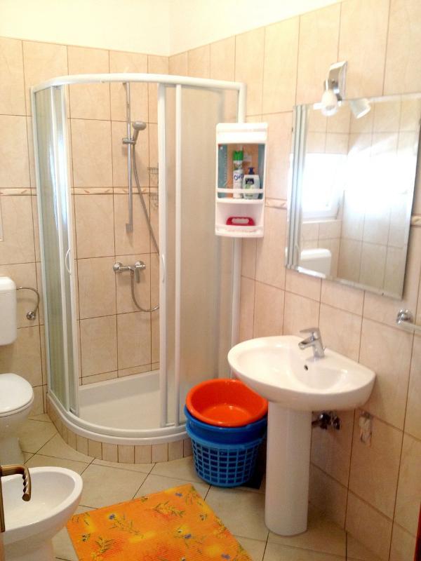 A3 (2 + 2): baño con inodoro.