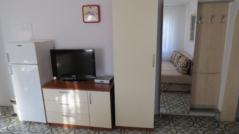 A1(2+2): interior