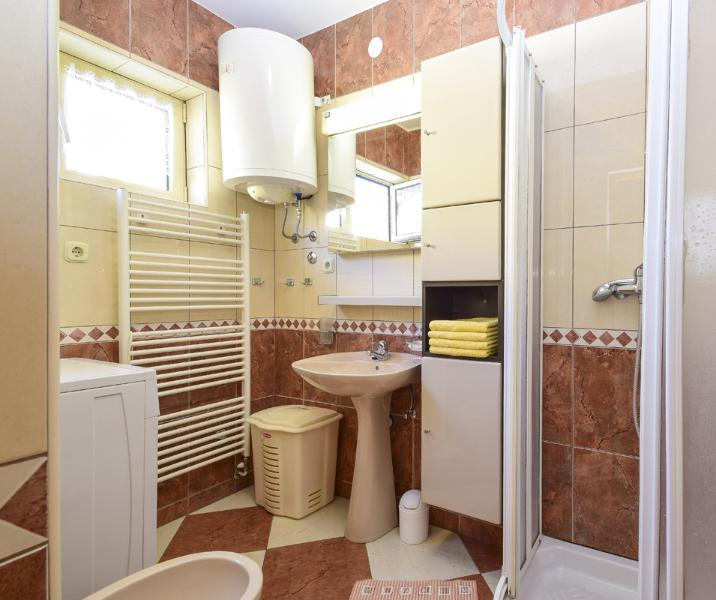 B2 Snjezana (4 + 1): baño