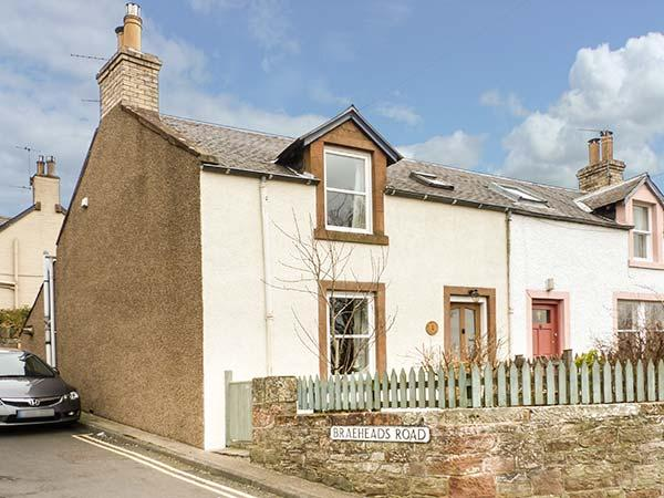 1 BLINKBONNY COTTAGES, woodburner, pet-friendly, WiFi, patio, in St Boswells, alquiler vacacional en Abbotsford
