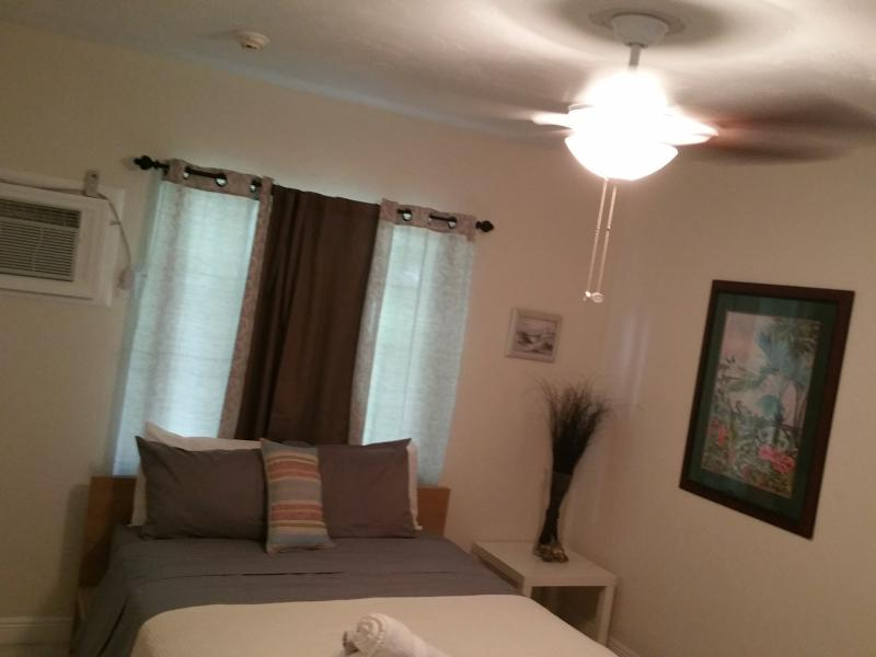 AVAILABLE ON SHORT NOTICE 5 STAR*** THIS IS A STUDIO UNIT, holiday rental in Dania Beach
