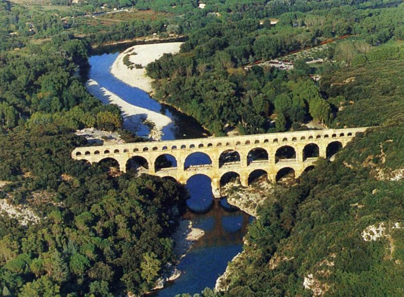 Pont du Gard, Uzes países en occitano