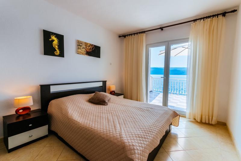 5m from sea apartment in Klek, Croatia, holiday rental in Klek