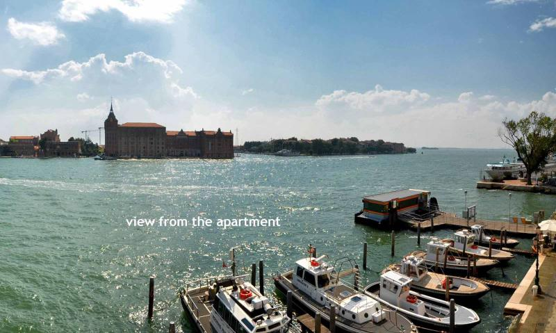 wonderful apartment with a 180-degree canal view over Canale della Giudecca, air conditioning, Wi-Fi
