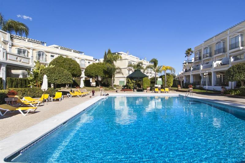 Stunning newly furnished Luxury Apartment walking distance to Puerto Banus and the Beach