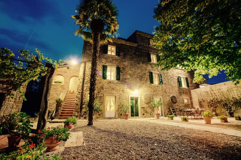 Borgo Valecchie, Exclusive Villa set with private pool, Cortona, Tuscany, Ferienwohnung in Cortona