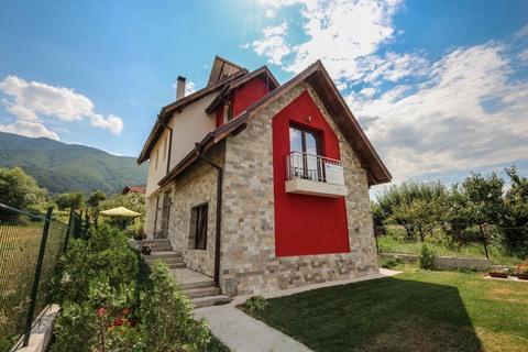 Vessyta - Chuchuganova's Guesthouse, vacation rental in Kyustendil Province