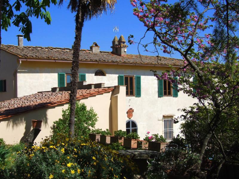 The facade of Villa Nobili