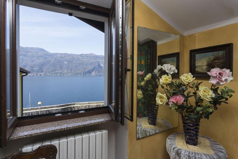 B&B FRONTELAGO Lake Como, vacation rental in Mandello del Lario